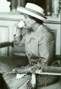 queen and tea