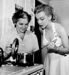 Marilyn Monroe in the kitchen