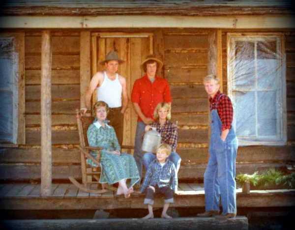 Bicentennial Christmas card Log cabin, 1976